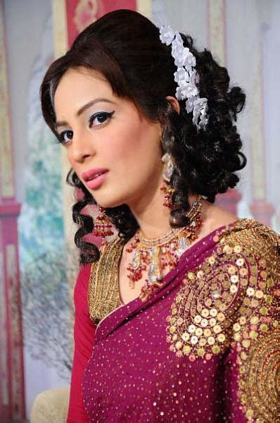 hairstyle for square face on saree party hairstyles for medium hair with saree