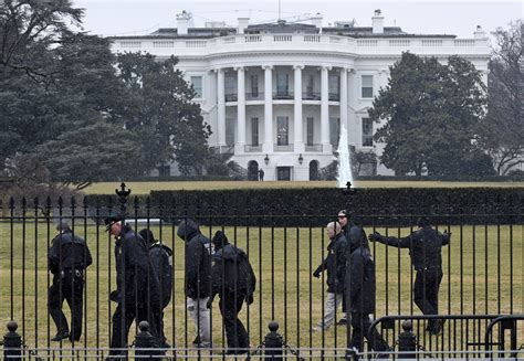 white house grounds washington spokesman secret service recovers device at white house
