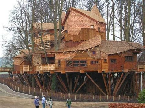 treehouse homes 20 incredible tree houses from around the world ginva