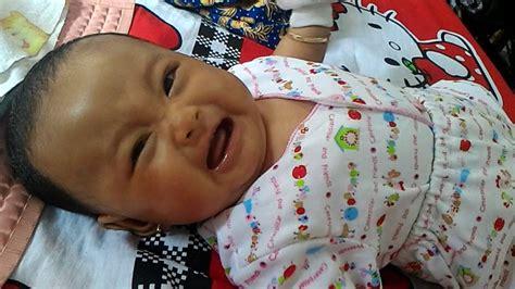 Gendong Bayi 4 Bulan tigkah lucu bayi nangis minta gendong usia 3 bulan