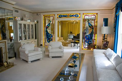 picture of room file graceland living room 1 jpg wikimedia commons