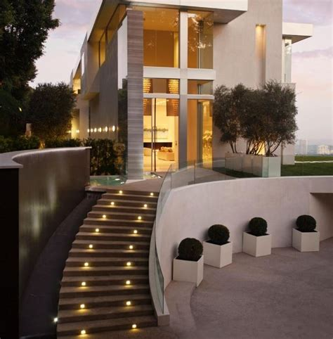modelos de escaleras exteriores para casas fachadas de casas de dos pisos con escaleras por fuera