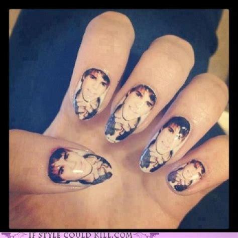 imagenes de uñas pintadas de justin bieber dise 241 os para tus u 241 as con las caras de tus cantantes