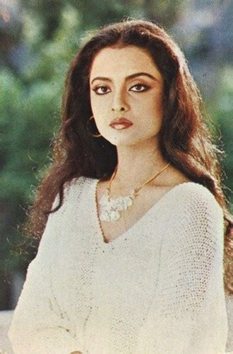 rekha biography in hindi graceful rekha bollywood actress celebstyling quot rekha