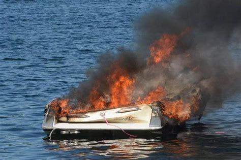 6 people escape ski boat engine explosion powerboat nation - Ski Boat Engine