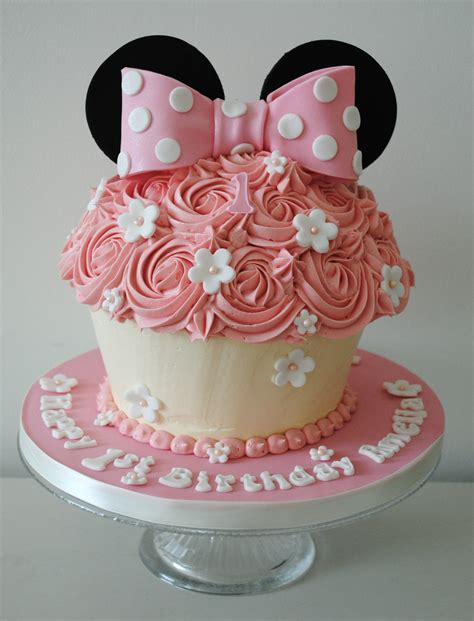 miss cupcakes 187 blog archive 187 minnie mouse giant cupcake cake