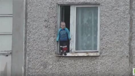 fensterbrett zum einhängen ohne schutzengel kaum zu erkl 228 ren kleinkind turnt