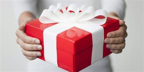 Taxability Of Gift Cards To Employees - 6 answers is a gift card or voucher from an employer to an employee taxable in india