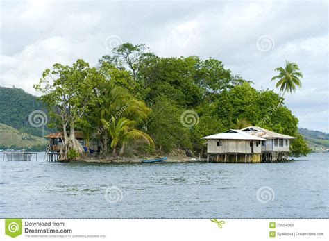 house on an island house on an island stock photos image 23554063