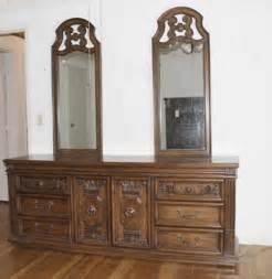Vintage Thomasville Bedroom Furniture by Vintage Thomasville Bedroom Set Ebth