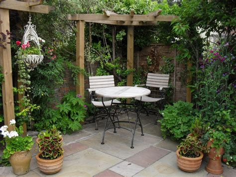 Small Patio Gardens by Garden Houses Small Courtyard Gardens Design Corner