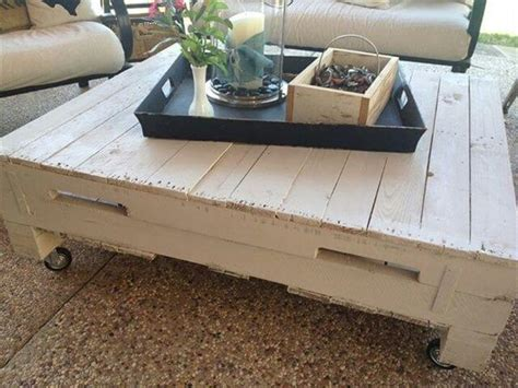 Easy Pallet Coffee Table Pallet Coffee Table Look Simple But Affective Pallet