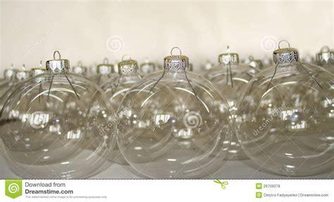 durchsichtige weihnachtskugeln transparente weihnachtskugeln stockfoto bild 26709378