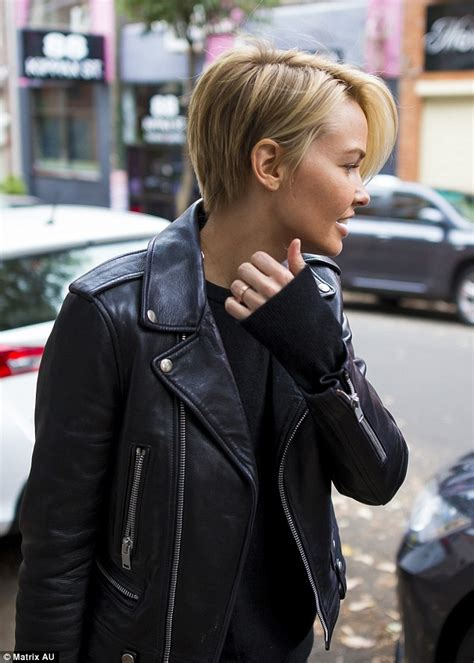 Lara Bingle flaunts newly highlighted blonde hairstyle