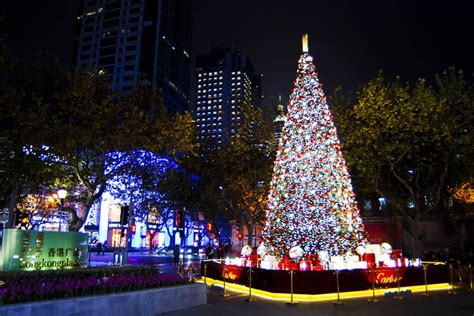 funny christmas presents in shanghai variety of events create festive atmosphere in shanghai 2 7 headlines features