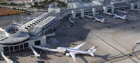 imagenes del aeropuerto de miami florida trabajadores del aeropuerto de miami inician huelga de 24