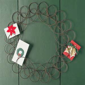 find card holders display cards with wire wreath and tree designs