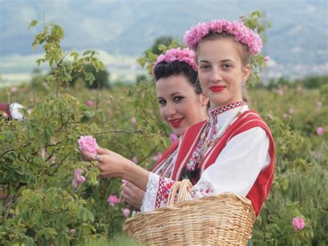 afghanistan shows off own 'bulgarian rose' oil novinite