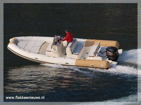 opblaasboot met buitenboordmotor delta watersport opblaasboot en rib testdagen