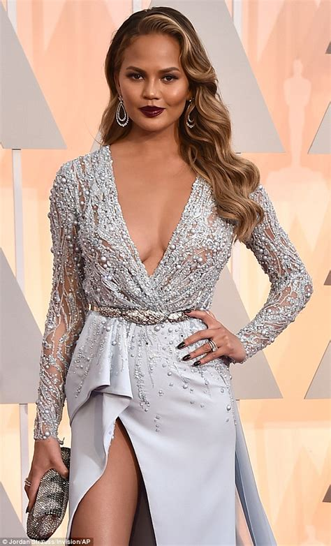 chrissy teigen in zuhair murad see john legend s wife chrissy teigen s stunning outfit to