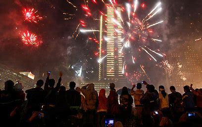 new year in jakarta israel world giving enthusiastic welcome to 2013