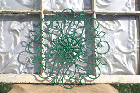 Metal Decorations Outdoor by How To Decorate Using Tropical Outdoor Metal Wall