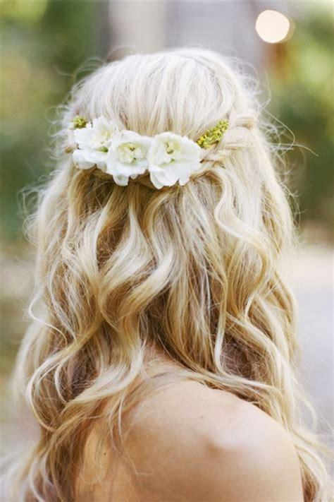acconciatura con fiore acconciatura sposa capelli sciolti con fiore test