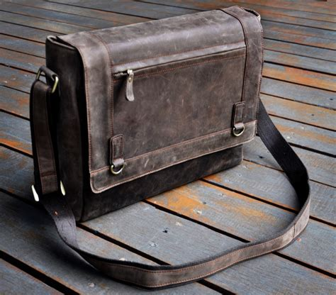 Jtote Makes Stylish Laptop Bags by 14 Laptop Bags That Keep Electronics Safe And Make A