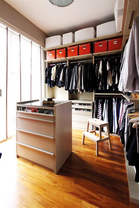 Custom Made Wardrobe Singapore by How To Design The Walk In Wardrobe Home Decor