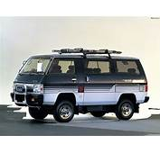 Pictures Of Mitsubishi Delica 4WD 1982–86 2048x1536