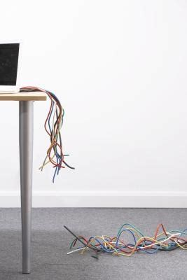 the positive negative colors in electricity cords