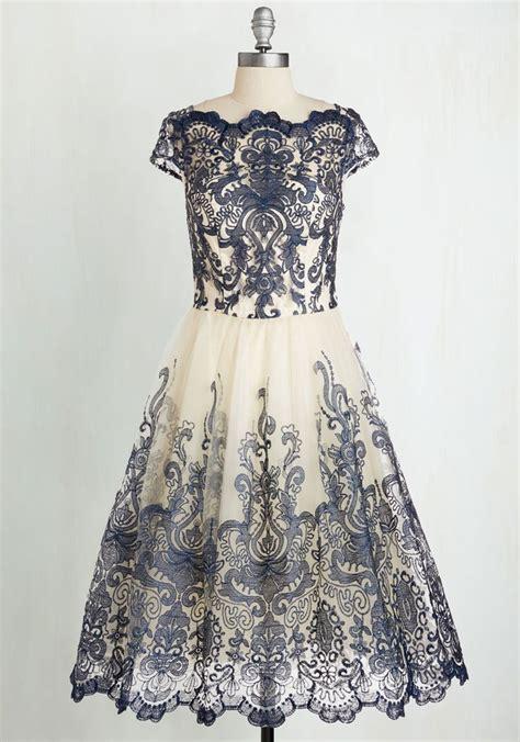 Dompet Pita Metalik Navy Cantik 20 inspirasi gaya dress bridesmaid ala tahun 1950