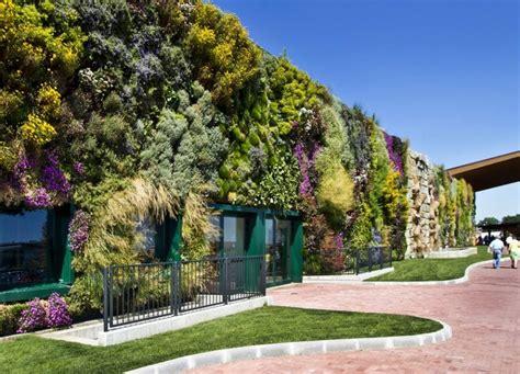 giardini verticali roma foto rozzano il giardino verticale entra nel guinness dei