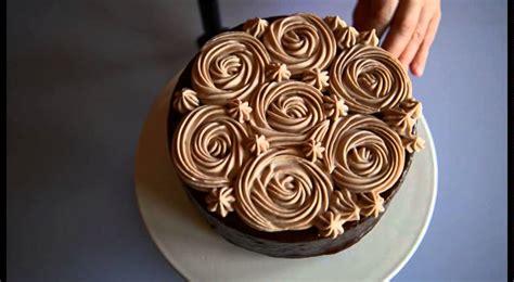 decorare torta con cioccolato come decorare una torta glassata al cioccolato tutorial