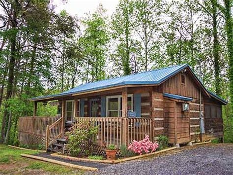 1 bedroom cabins in pigeon forge tn fly away 1 bedroom vacation cabin rental in pigeon forge tn