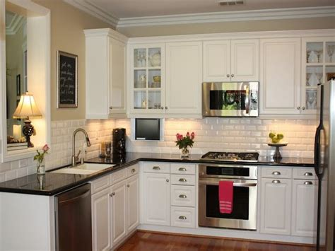 23 Backsplash Ideas White Cabinets Dark Countertops Kitchens With White Cabinets And Black Countertops