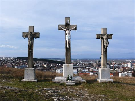 file crucifixion on calvary hill nitra jpg wikipedia