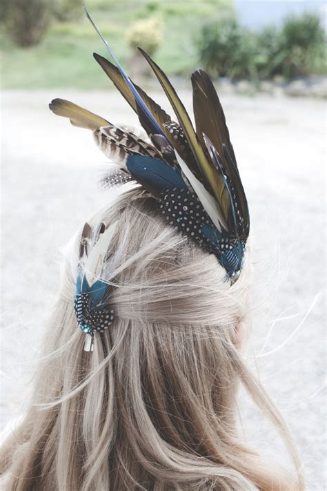 Feather lapel pin & hair clip set
