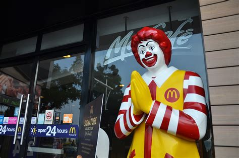 Free Mcdonalds Gift Card 2017 - does mcdonald s or burger king really hand out cards granting you free food for life