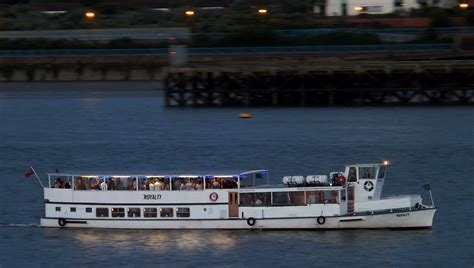party boat cruise london london party boat absolute party cruises londonabsolute