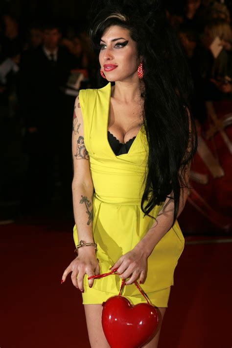 Winehouse Nabs A Brit Award by Winehouse Rise And Demise Of A Legendary Soul Singer