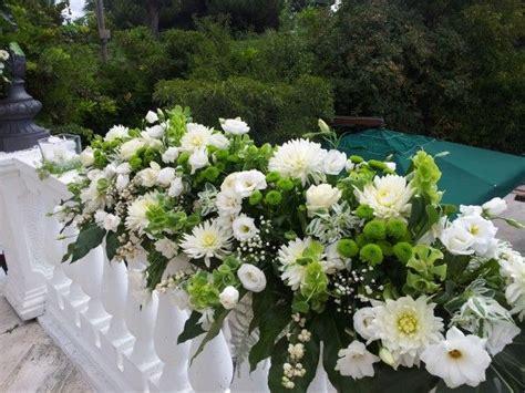 composizioni fiori matrimonio composizione floreale con peonie e lisianthus bianchi