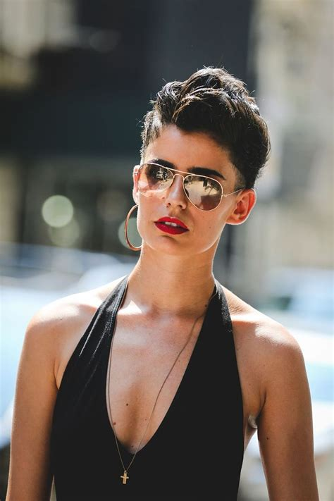 frustrated pixie growrh 25 best ideas about growing out undercut on pinterest