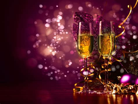 years toast  glasses  champagne cute purple christmas background