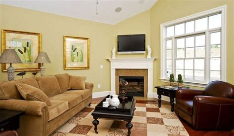 Yellow And Green Living Room Walls What Color Curtains With Light Yellow Walls Choosing