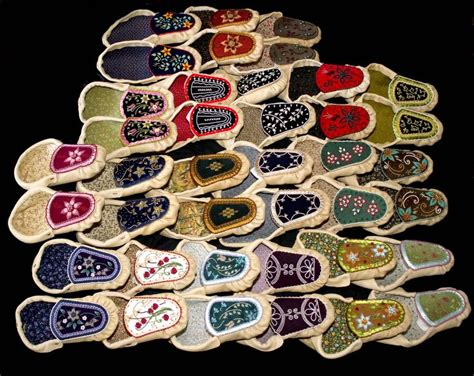 moccasin beading designs 251 best moccasins images on