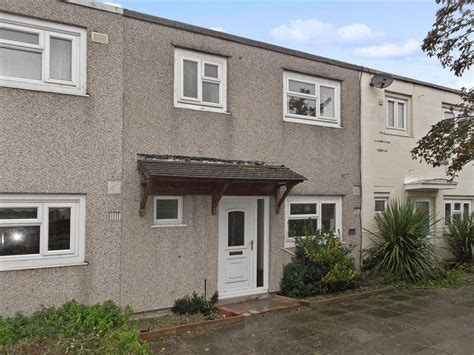 3 bedroom house for sale in basildon essex 3 bedroom terraced house for sale in swanstead vange