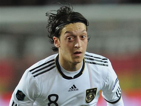 www mesut top football players mesut ozil profile images pictures