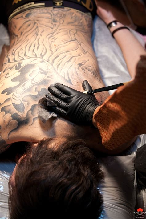 traditional japanese tattoo artist horimyo traditional japanese tebori artist