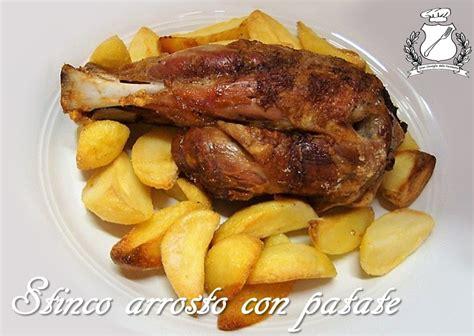 cucinare lo stinco di maiale stinco di maiale arrosto con patate gran consiglio della
